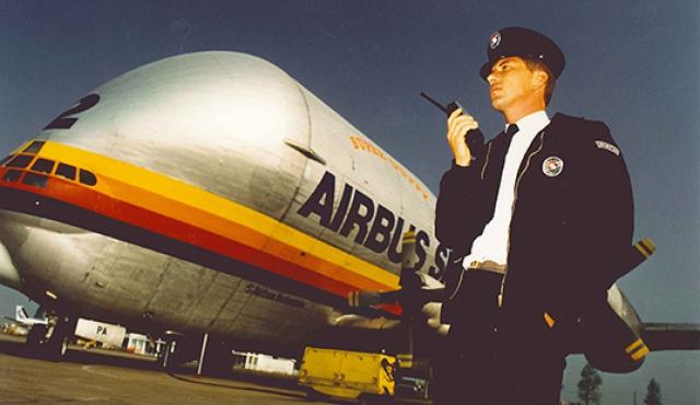 Dans les années 1990, SERIS ouvre des agences sur tout le territoire français et se positionne parmi les leaders des métiers de la sécurité.